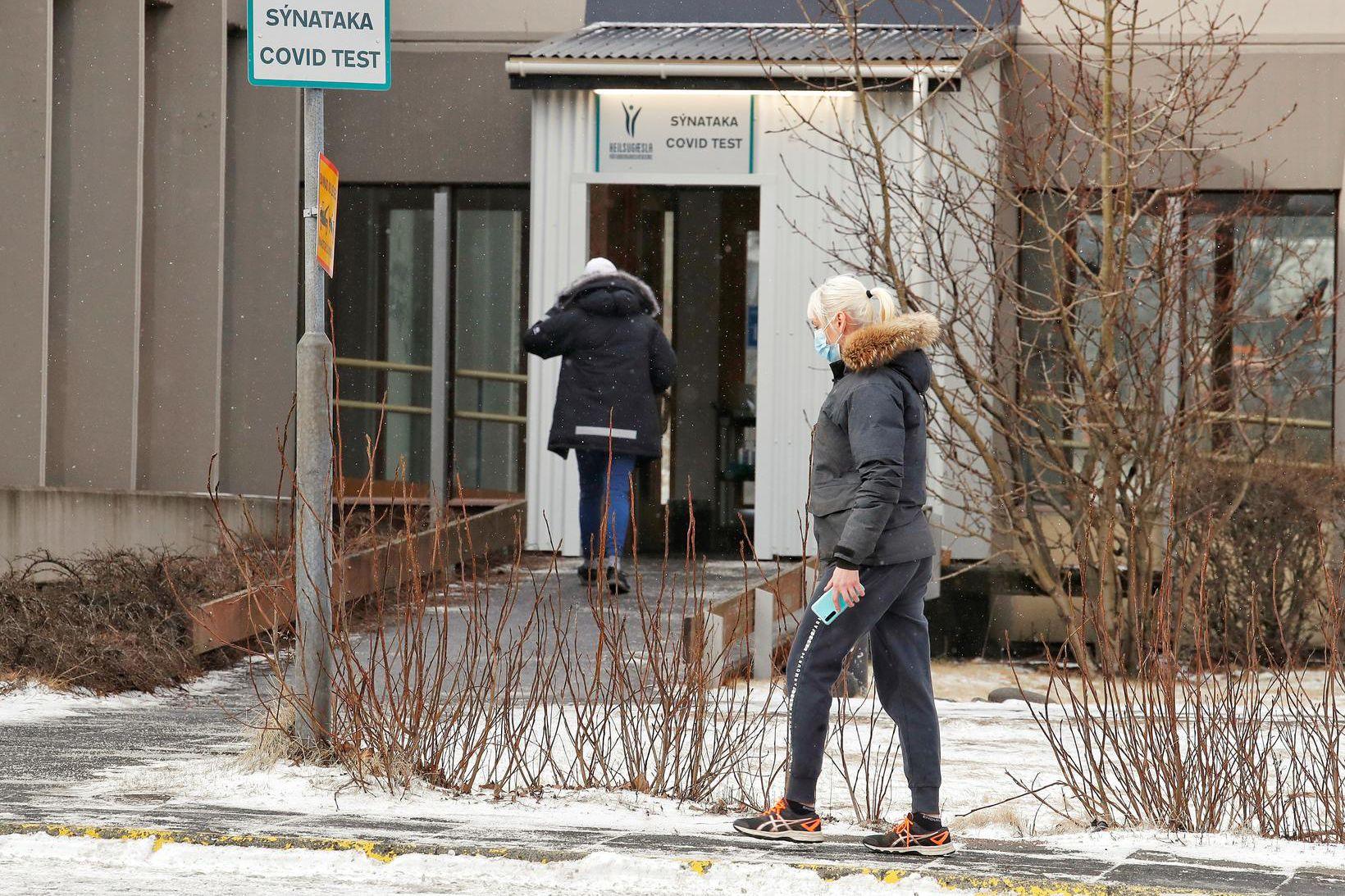 Sýnataka á Suðurlandsbraut 11.