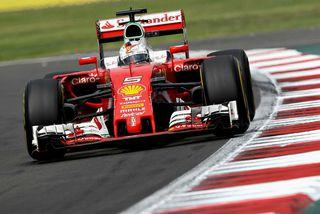 Sebastian Vettel á ferð í Mexíkó.