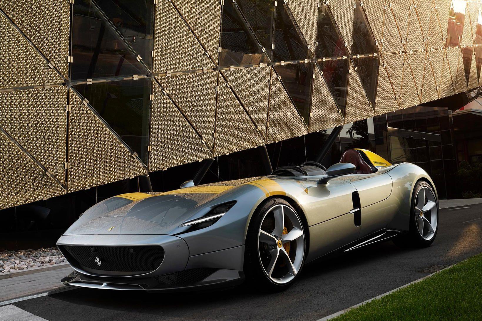 Ferrari Monza SP1 er aðeins með sæti fyrir ökumann. Á …