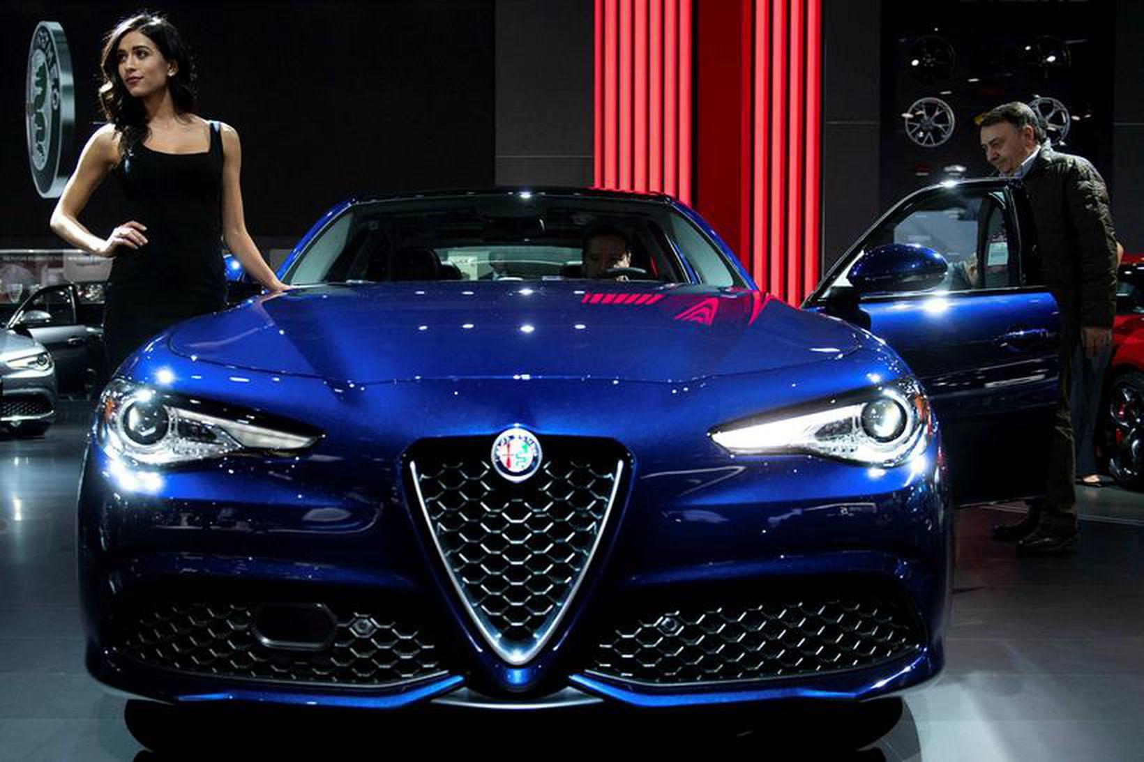Alfa Romeo Giulia á bílasýningunni í Detroit.