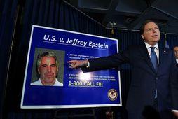 Saksóknari tilkynnir um ákæruna gegn Epstein fyrir mansal í síðasta mánuði.