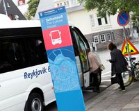 A certified coach stop at Hverfisgata.  A new committee has called for many more such stops as now, coaches are randomly stopping at hotels and guesthouses in the city centre, blocking traffic.