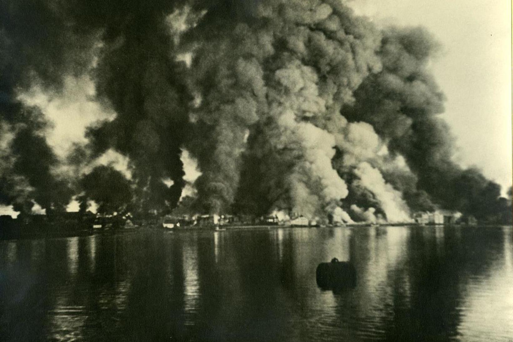 Bodø logar 27. maí 1940. Af rúmlega 6.000 íbúum bæjarins …