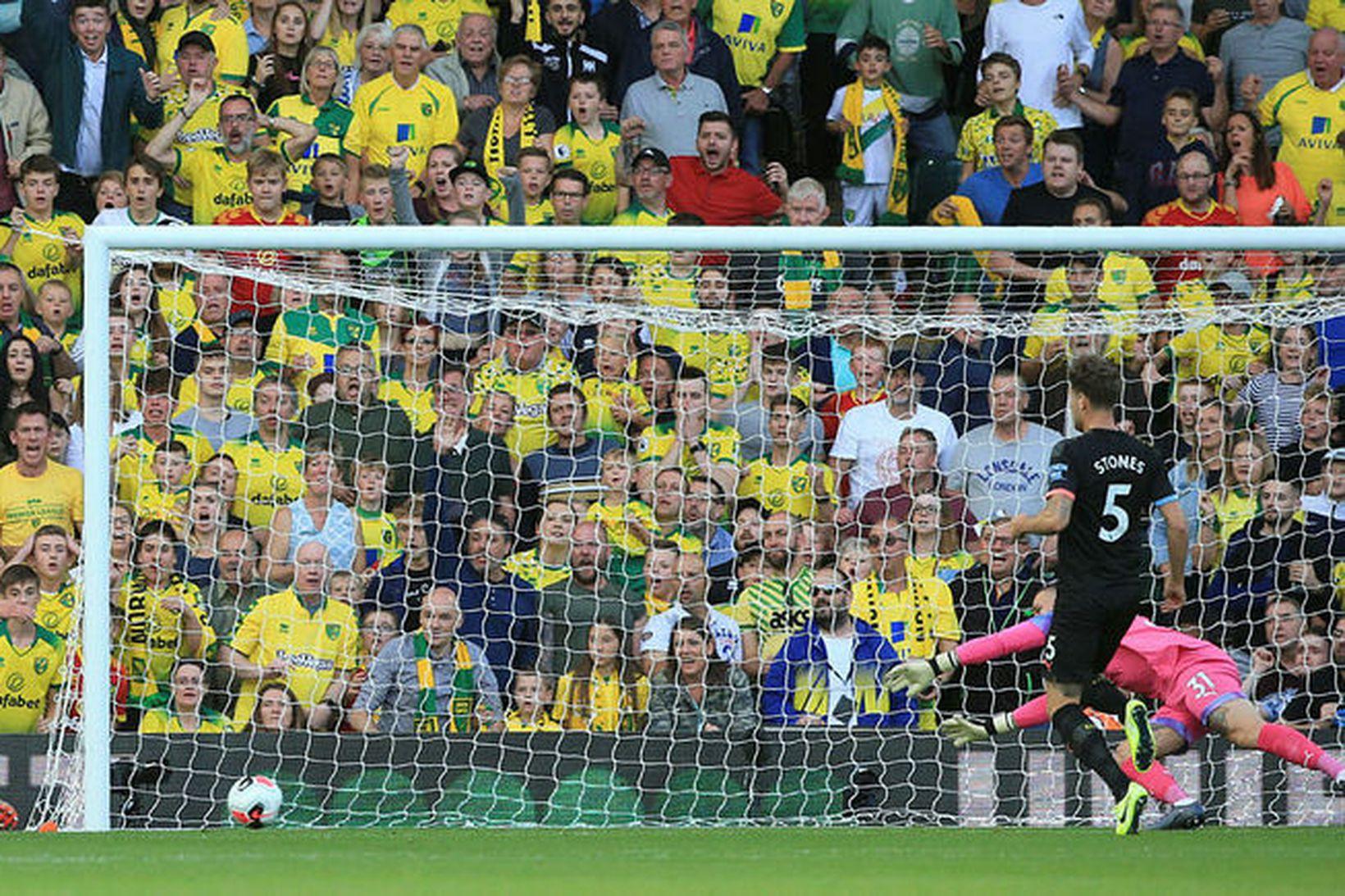 Todd Cantwell skorar í autt mark og tvöfaldar forystu Norwich …