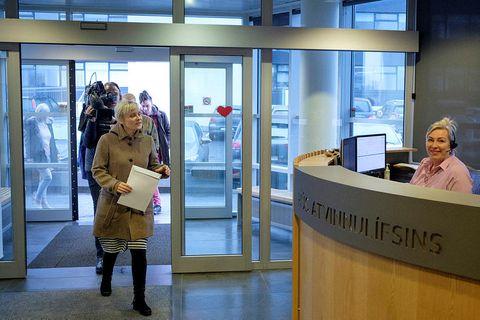 Sólveig Anna Jónsdóttir director of Efling hands over a strike notification.