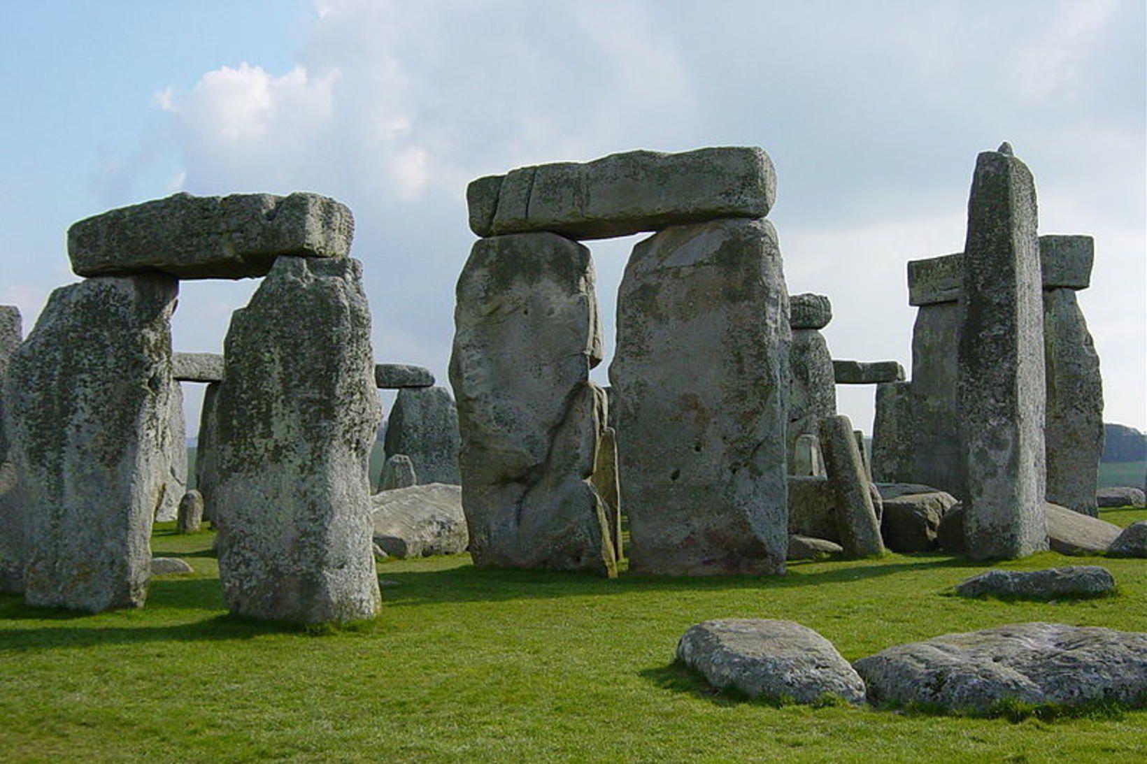 Stonehenge varð til í nokkrum áföngum og hófst sá fyrsti …