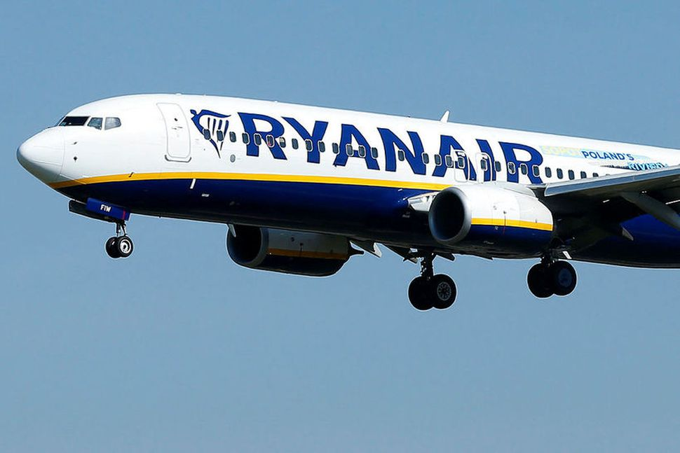 Lággjaldaflugfélagið Ryanair hættir um áramótin að fljúga til þriggja Kanaríeyja.