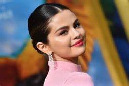Ariana Granda fékk sendan stóran blómvönd í laginu eins og ís.