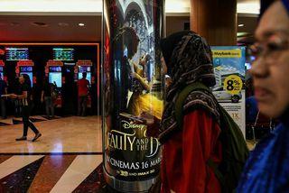 Beauty and the Beast auglýst í verslunarmiðstöð í Kuala Lumpur í Malasíu.