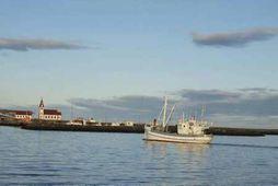 Þorsteinn GK 15 er elsti fiskveiðibátur landsins. Hér kemur hann úr róðri til heimahafnar sinnar …