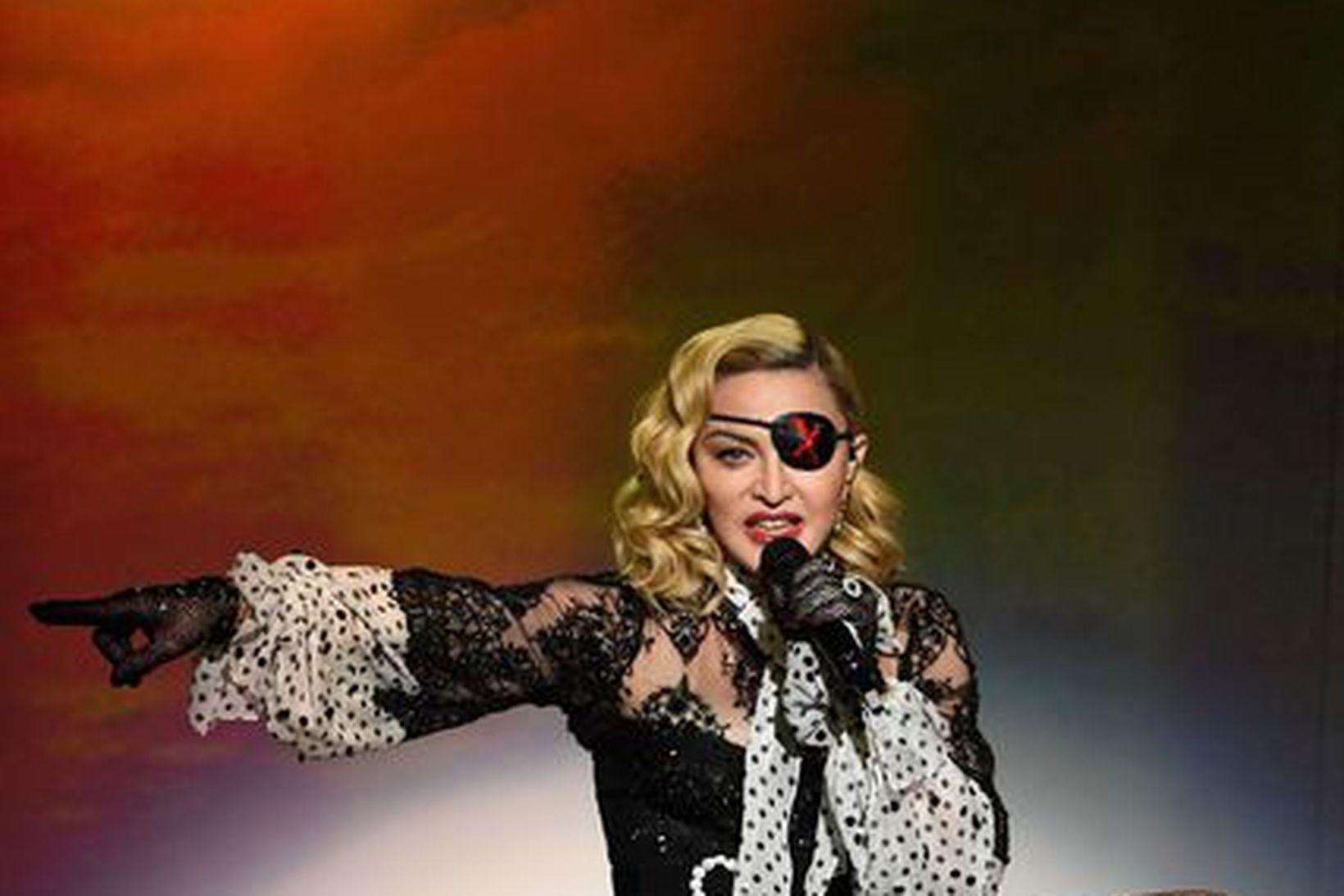 Madonna sýnir kunnuglega takta á Billboard tónlistarverðlaunahátíðinni í maí á …