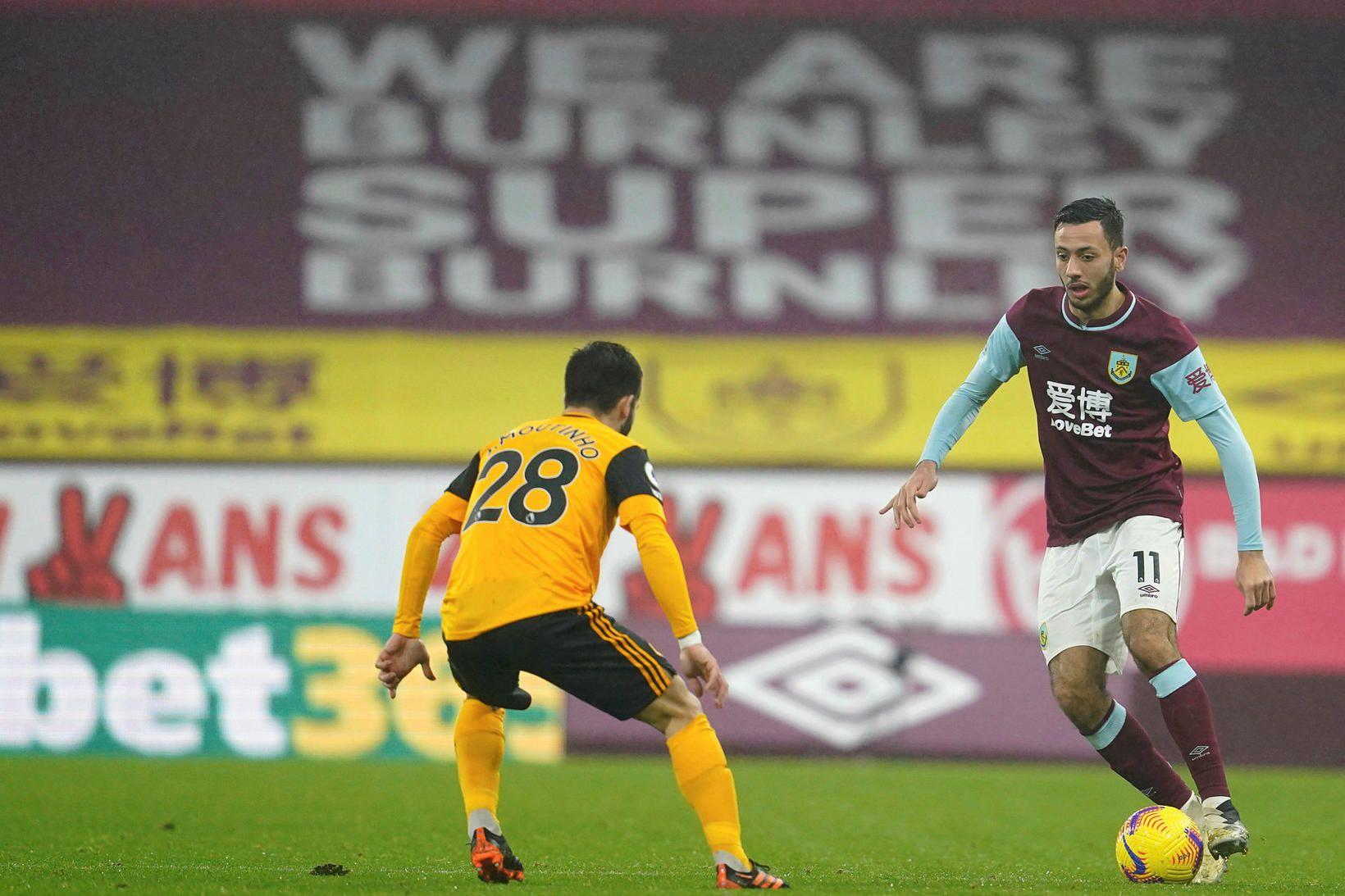 Burnley hafði betur gegn Wolves í mikilli rigningu.