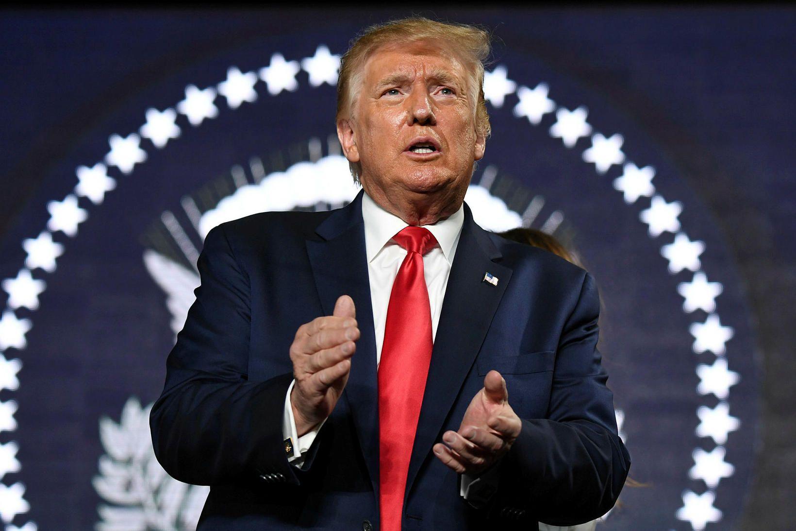 Donald Trump Bandaríkjaforseti við Mount Rushmore í gær.