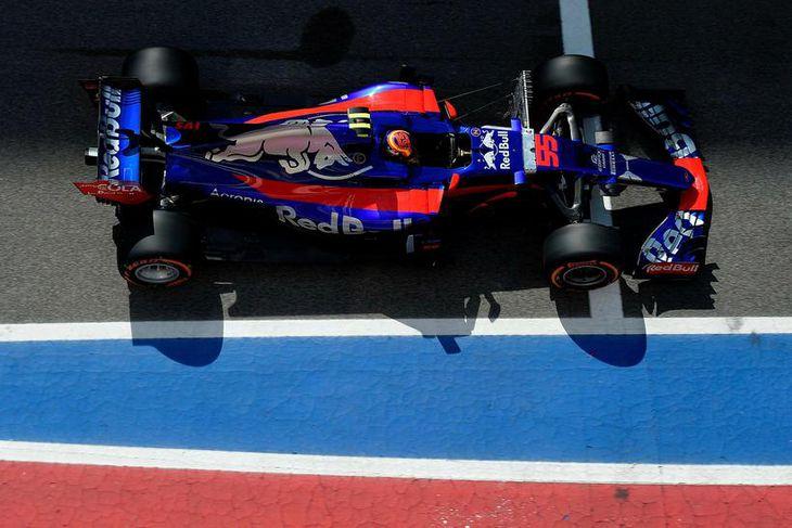 Heimamaðurinn Carlos Sainz á Toro Rosso í Barcelona í morgun.