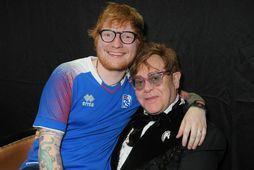 Ed Sheeran í íslensku landsliðstreyjunni ásamt Sir Elton John.