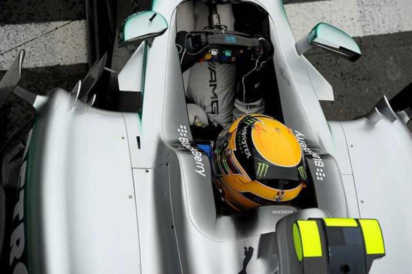 Hamilton í Silverstone í dag.