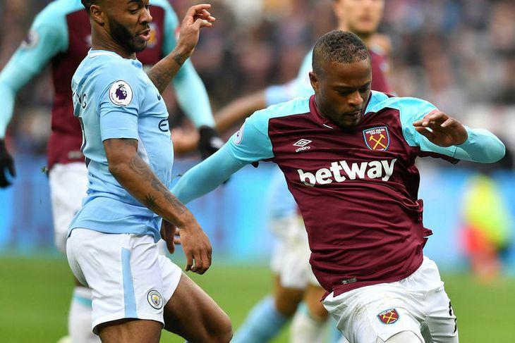 Patrice Evra (t.h.) er á mála hjá West Ham í ...