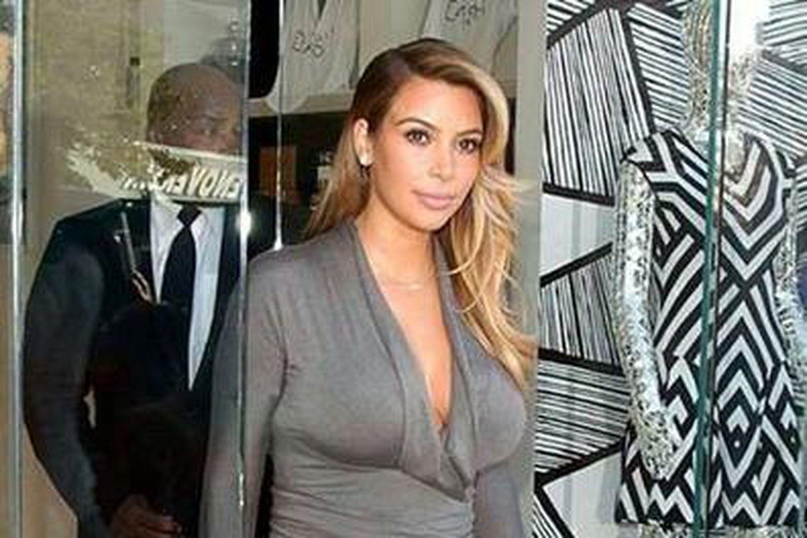Kim Kardashian er með stóran og lögulegan afturenda.