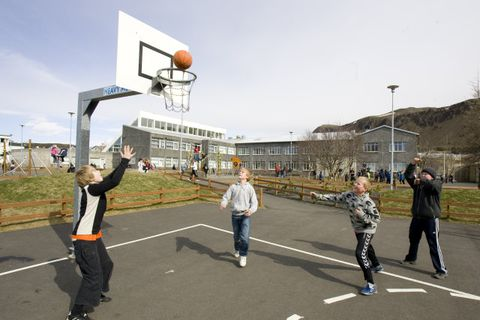 Foreldrar eru hvattir til þess að minna börn sín á mikilvægi að virða tveggja metra …