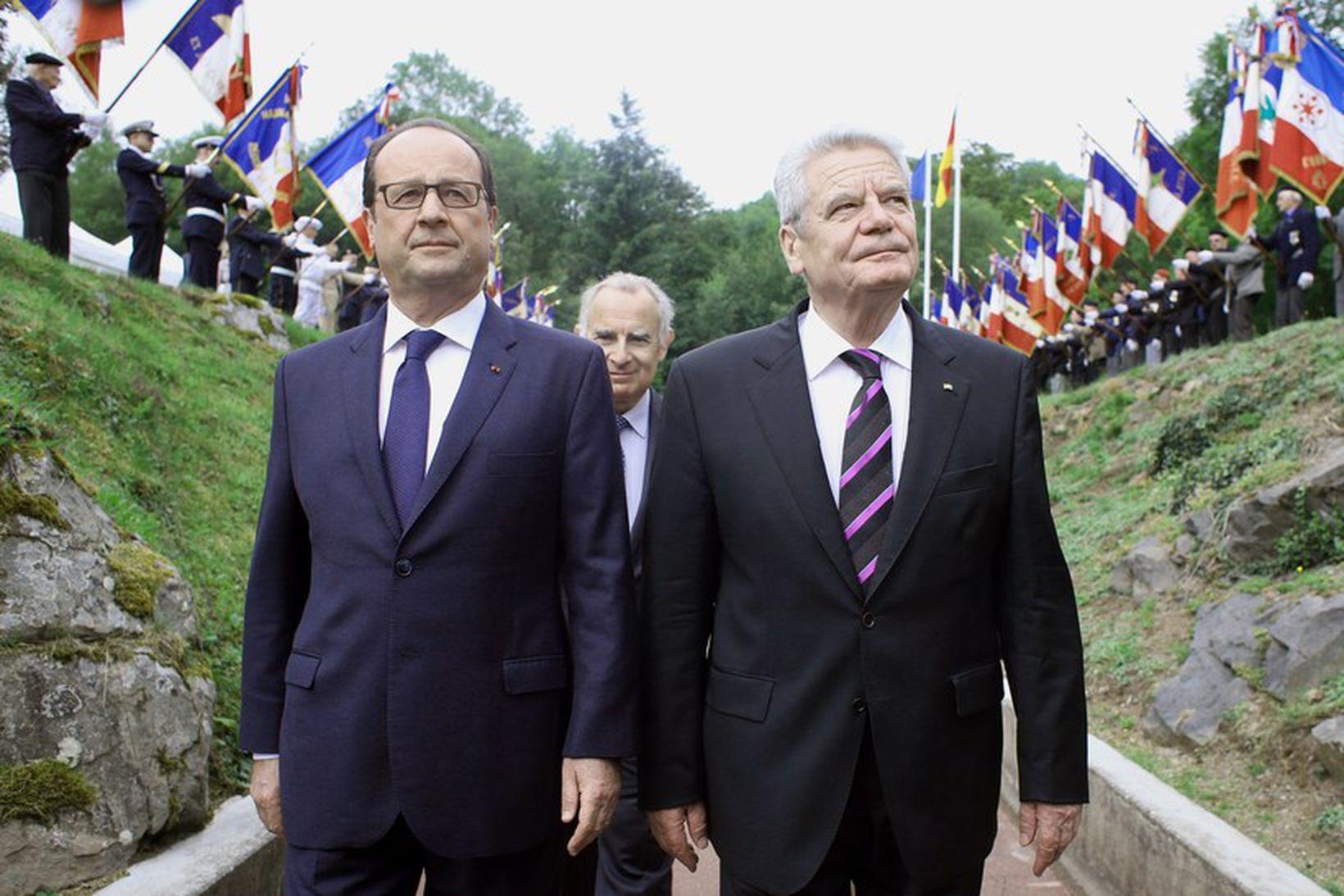 Hollande og Gauck - Forsetar ríkjanna tveggja við minningarathöfn í …