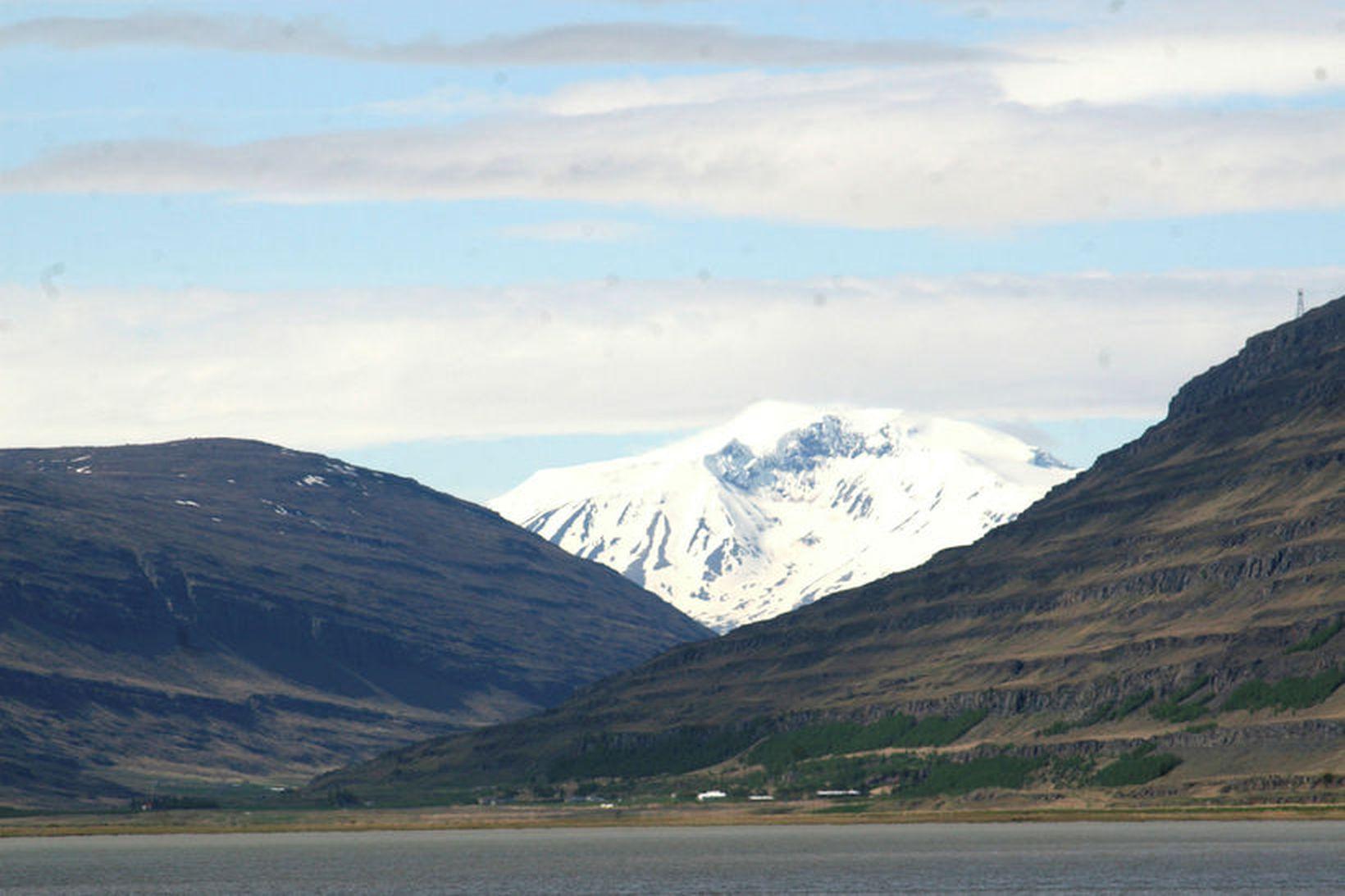 Horft úr Fljótsdals til Snæfells sem er í Vatnajökulsþjóðgarði.
