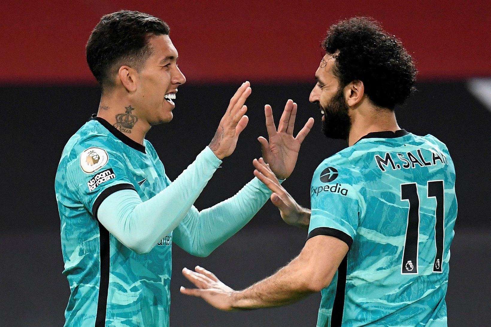 Roberto Firmino og Mohamed Salah fagna einu markanna á Old …