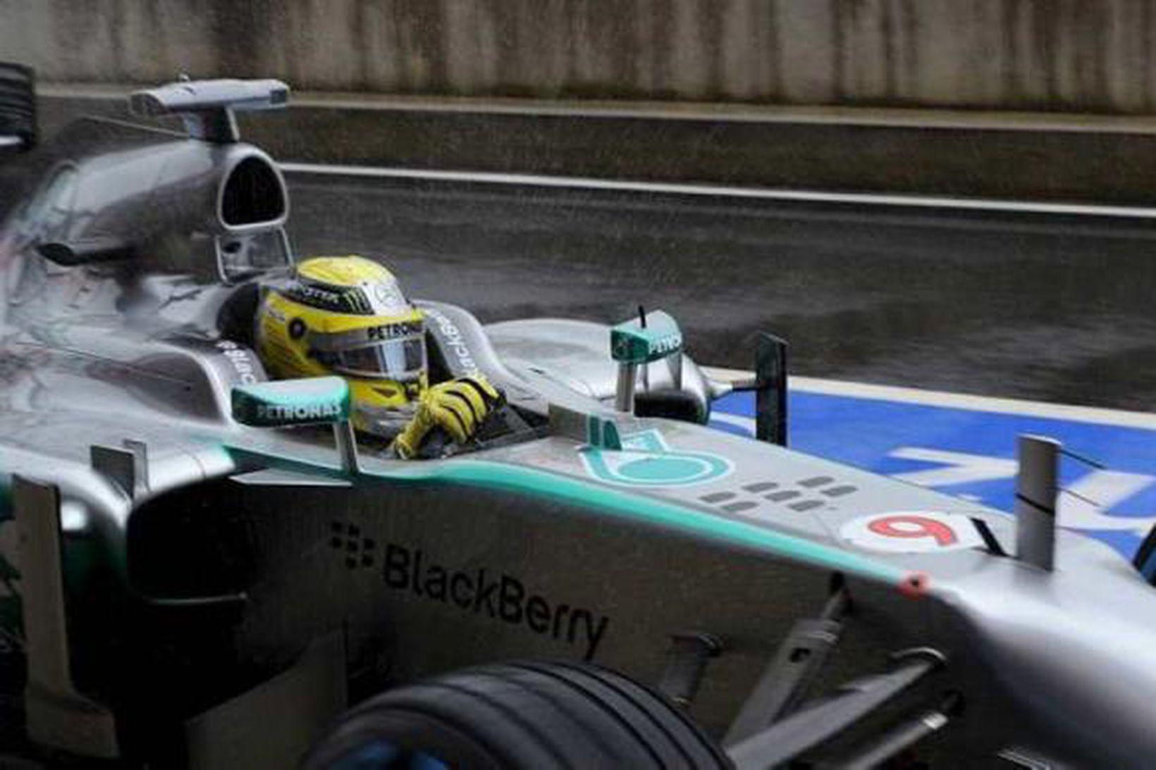 Rosberg á ferð í Silverstone í dag.