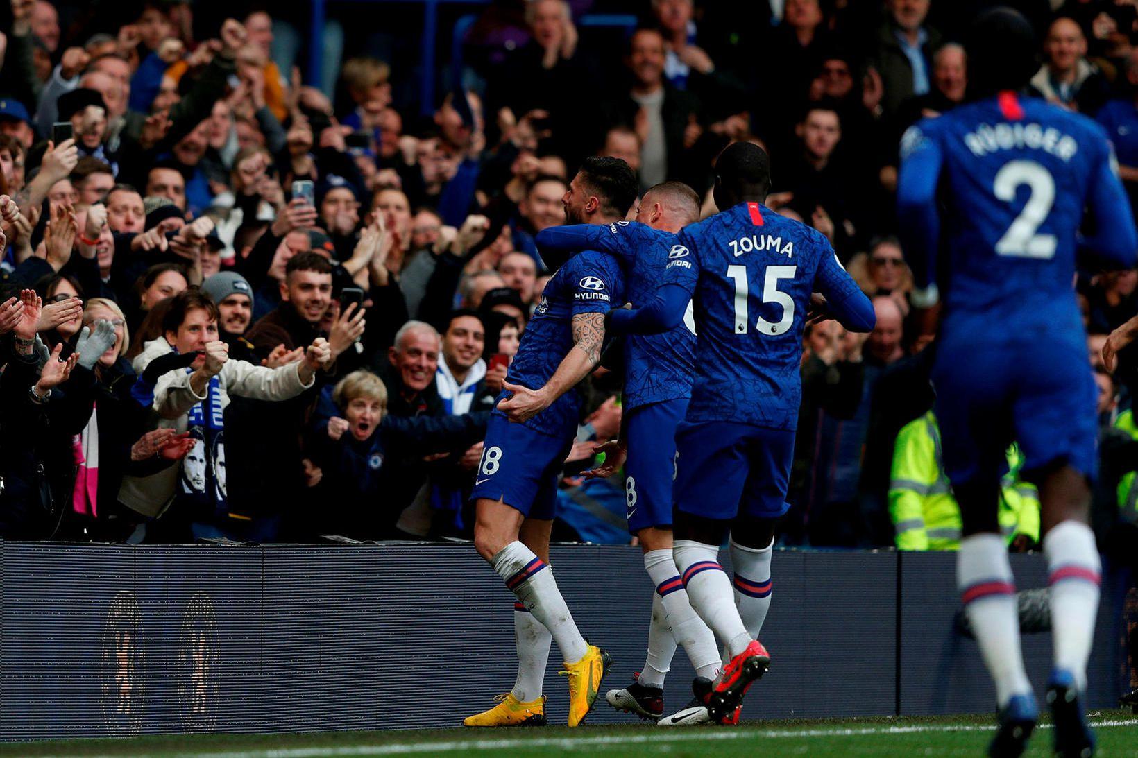 Leikmenn Chelsea fagna einu marka sinna á Stamford Bridge í …