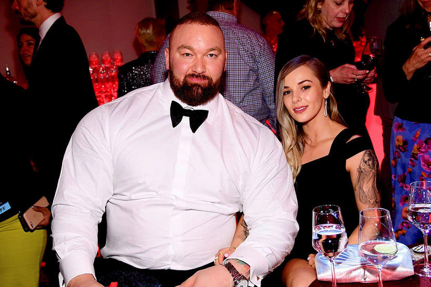 Hafþór Júlíus Björnsson og Kelsey Henson eiga von á barni.
