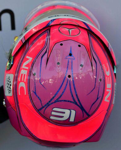 Hjálmur Esteban Ocon hjá Force India.