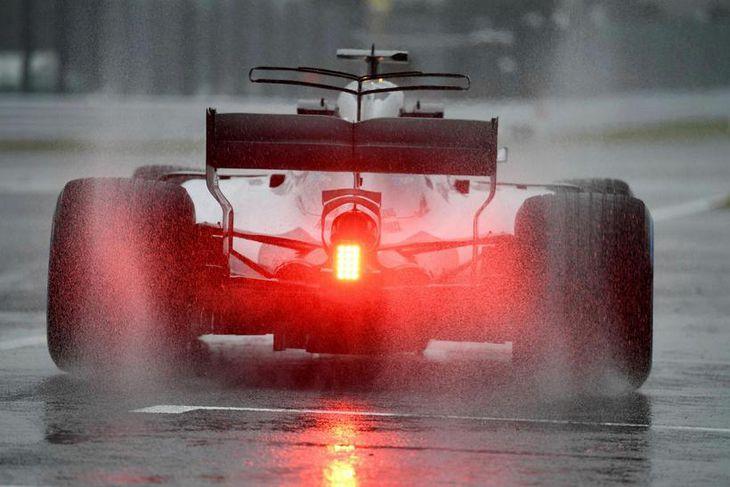 Lewis Hamilton lét sér fjóra hringi duga á hálfum öðrum, klukkutíma.