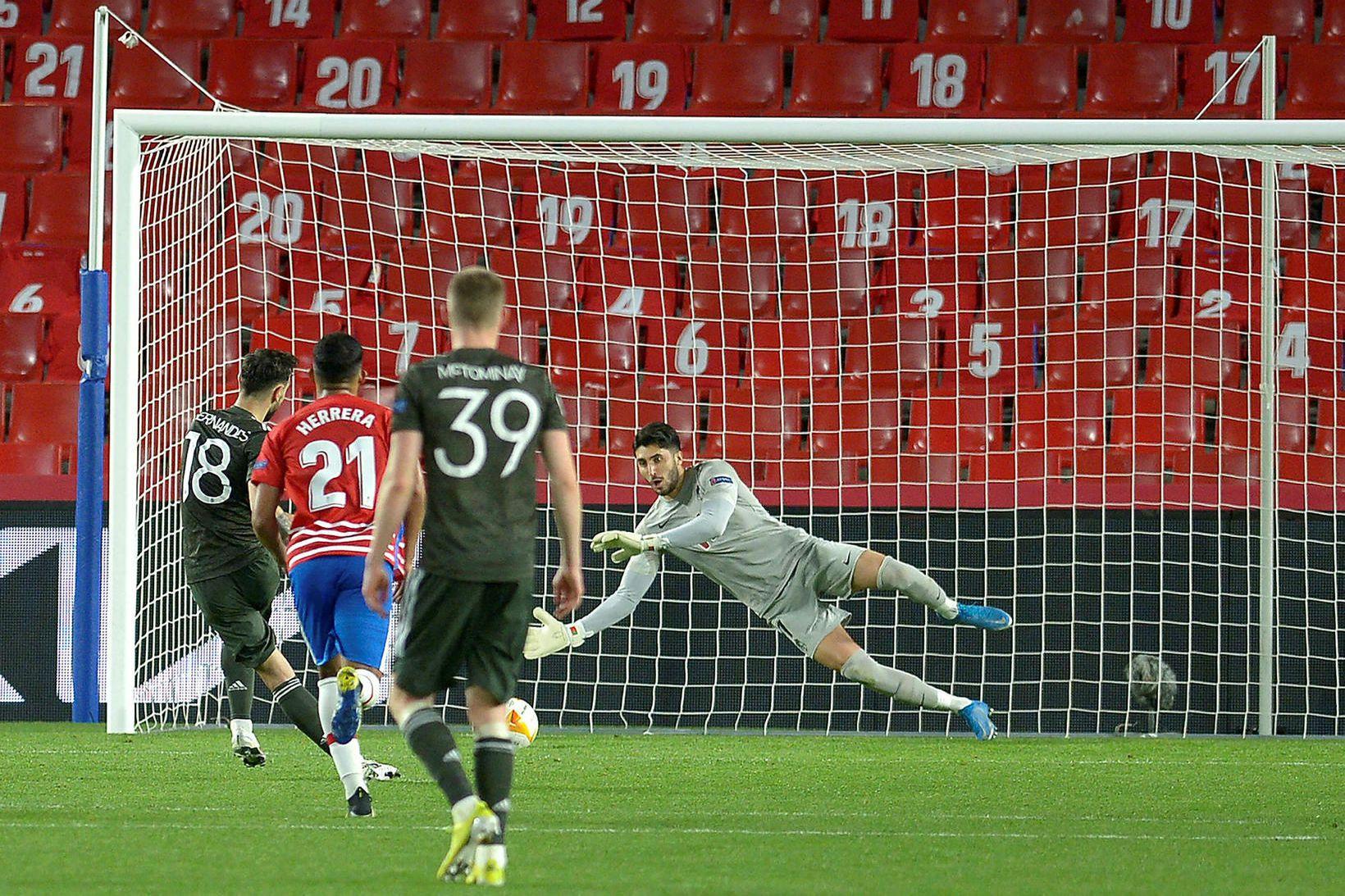 Bruno Fernandes skorar seinna mark Manchester United í Granada úr …