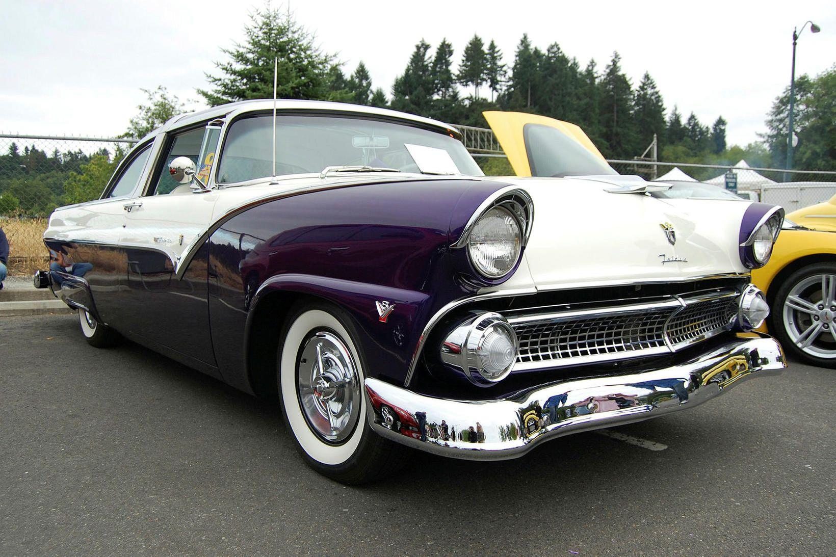 Þesi Ford Crown Victoria er óumdeilanlega gamall.