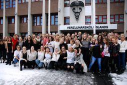 Fjöldi nemenda við Verslunarskóla Íslands tóku þátt í #FreeTheNipple deginum í dag.