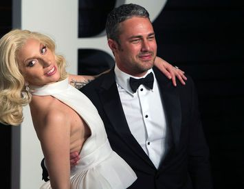 Lady Gaga og Taylor Kinney eru enn í góðu sambandi.
