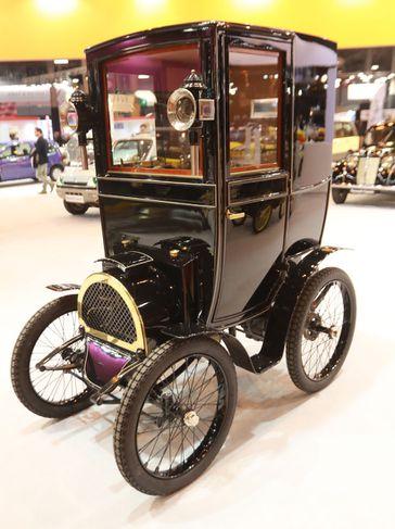 Óneitanlega glæsilegur þessi Renault Type B frá 1899 en hann er meðal sýningarbíla í París.