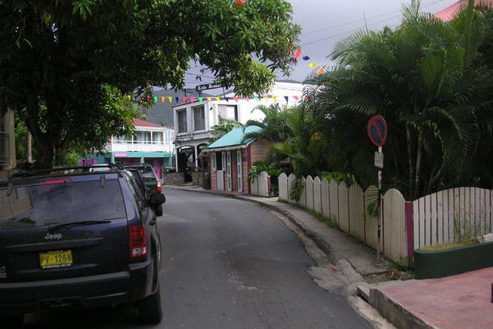 Aðalgatan í Road Town, höfuðborg Tortola, þar sem íslensku bankarnir ...