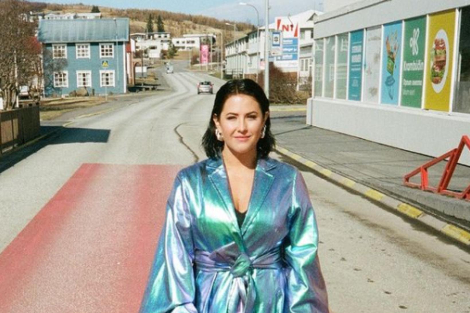 Molly Sandén á rauða dregilnum á Húsavík.