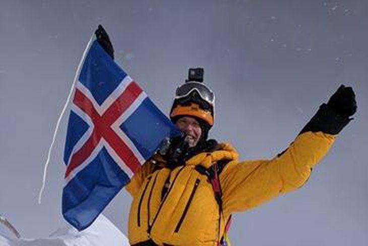 John Snorri Sigurjónsson á toppi Lhotse.