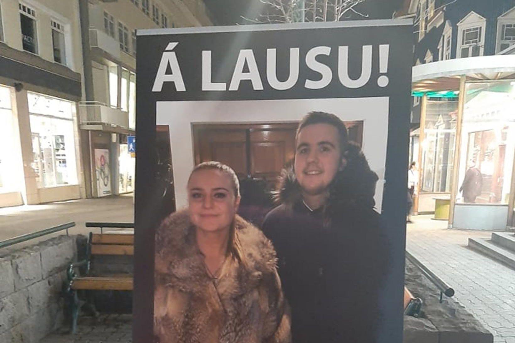 Fjöldi fólks er á skíðum á Akureyri um helgina.