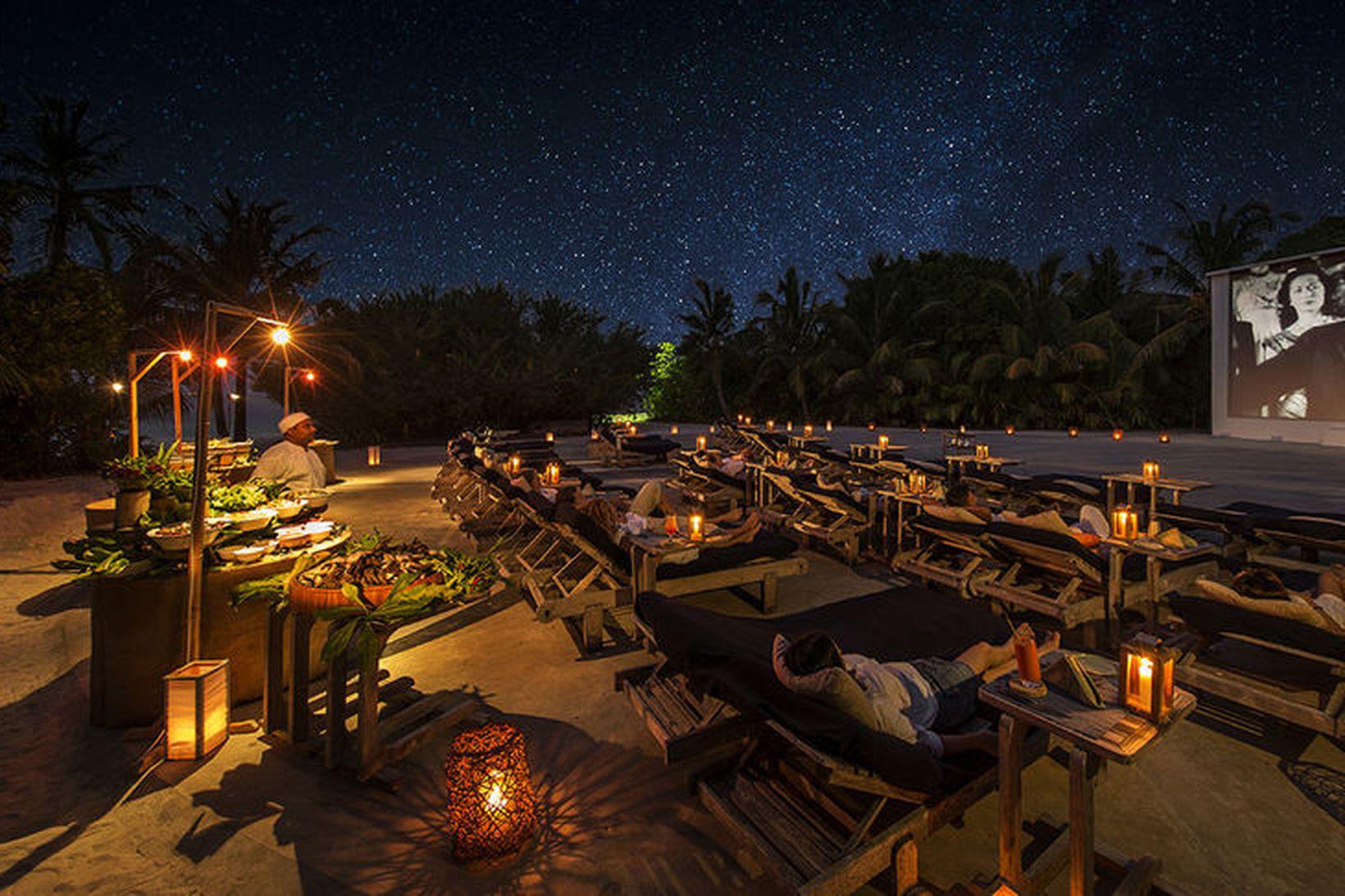 Cinema Paradiso kvikmyndahúsið á Soneva Fushi hótelinu á Maldive-eyjum er …