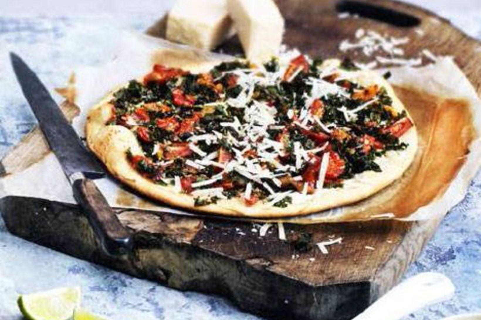Pizza með heilhveitibotni, ricotta og grænkáli.