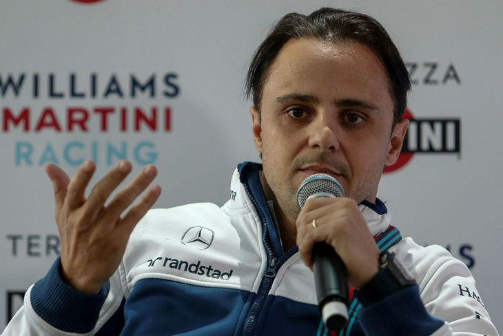 Felipe Massa ræðir við blaðamenn á fundi Williamsliðsins í Sao Paulo, en þar verður keppt ...