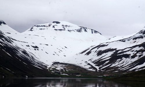 The mountains in Botnsdalur.