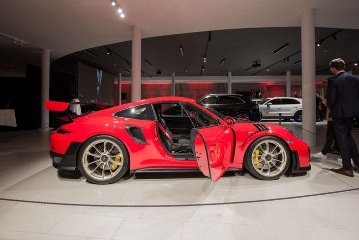 Porsche 911 GT2 RS er öflugasti sportbíllinn sem Porsche hefur fjöldaframleitt.