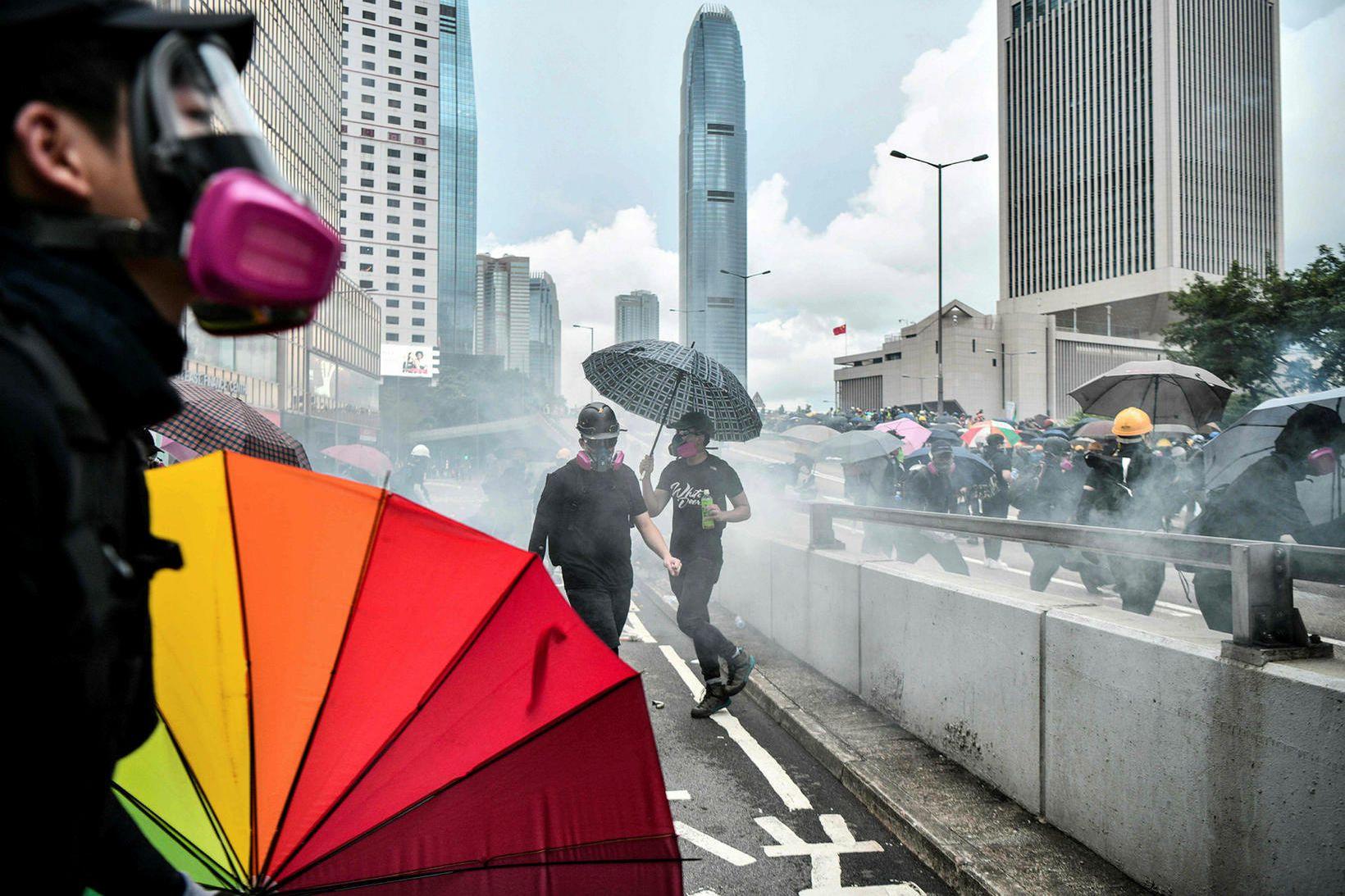 Mannréttindasamtökin Amnesty International saka kínversk yfirvöld og lögregluna í Hong …