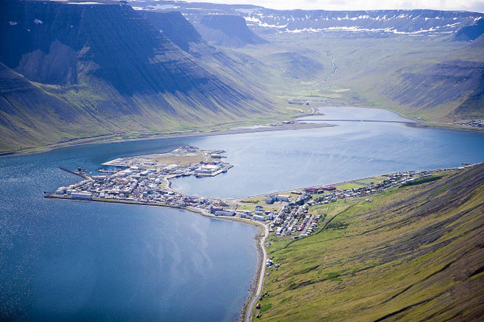 Frá Ísafirði. Um 3.000 manns greiða í Lífeyrissjóð Vestfirðinga.