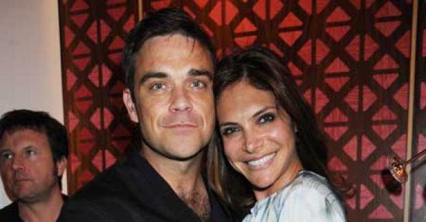 Robbie Williams og Ayda Field eru nú á St Barts í sóttkví. Robbie er með …