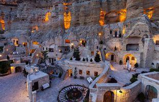 Cappadocia svæðið er meðal annars þekkt fyrir ferðalög um loftina blá á loftbelgjum.