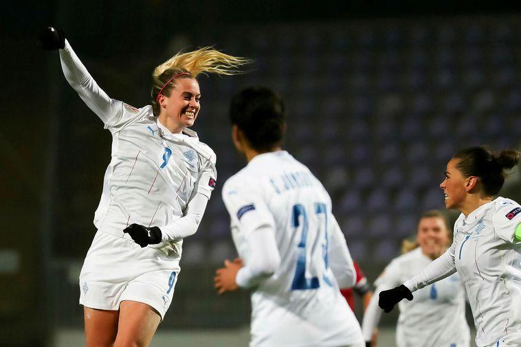 Berglind Björg Þorvaldsdóttir celebrates her goal.